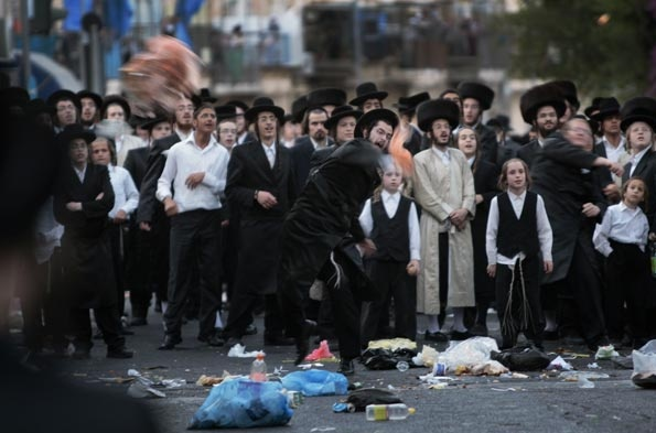 Евреи зажигают